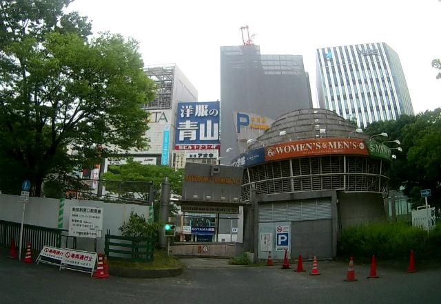 新宿駅東口駐車場の入り方 ルミネ提携で割引もあり!ミニバン・ワンボックスOKの自走式駐車場
