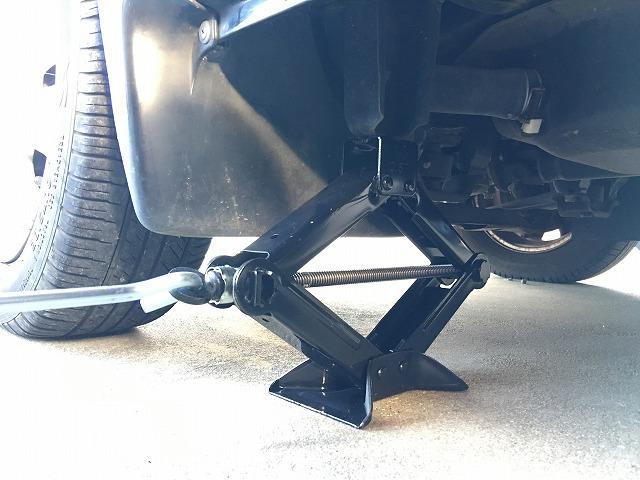 スバルサンバー(TV、TW)車載ジャッキ&工具の場所とジャッキポイント