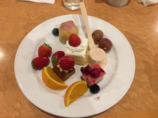 ガーデンホテル成田にあるレストラン(AVANTI)のいちごフェアに行ってきました!