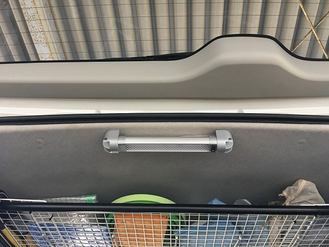 【ハイエース】3型のラゲッジ(荷室)にLEDルームライトを増設