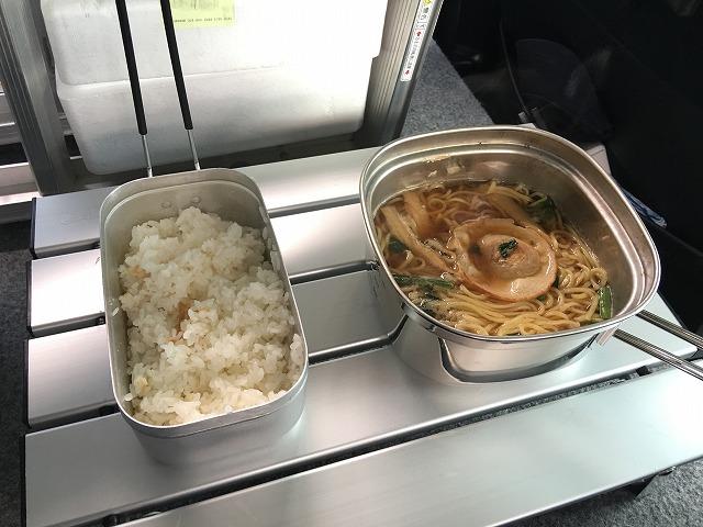 【車中飯】トランギアのメスティンを使って車で炊飯してみた