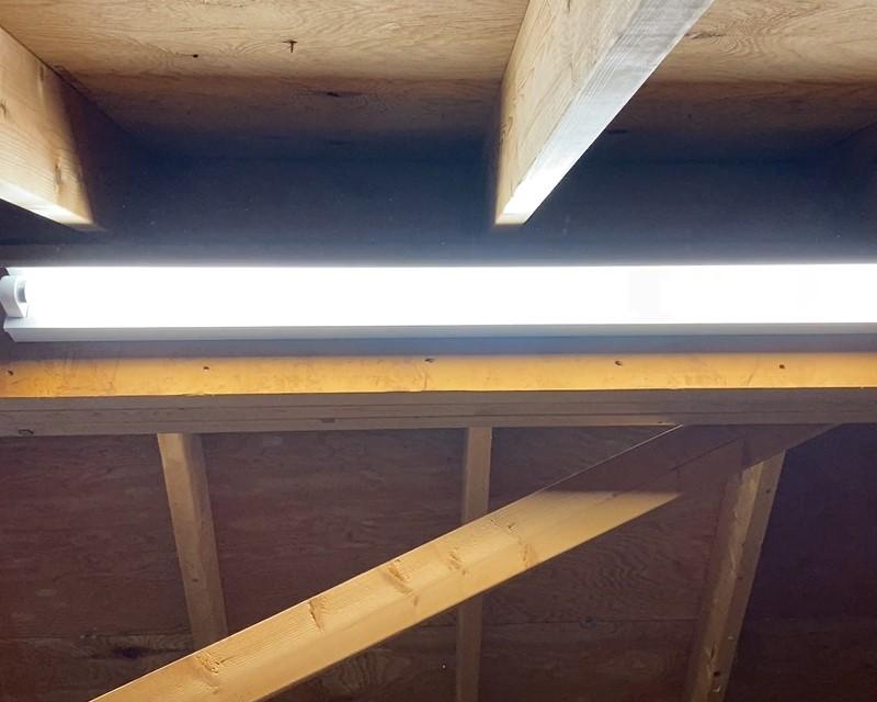 屋根裏収納DIY④ 照明やスイッチを取付け