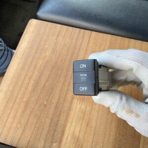 ハイエース(5型)にルームランプスイッチを取付け!エレクトロタップ配線加工のデメリットは?