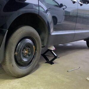 【デリカD5】パンク時のタイヤ交換 車載ジャッキを使って実際にやってみた
